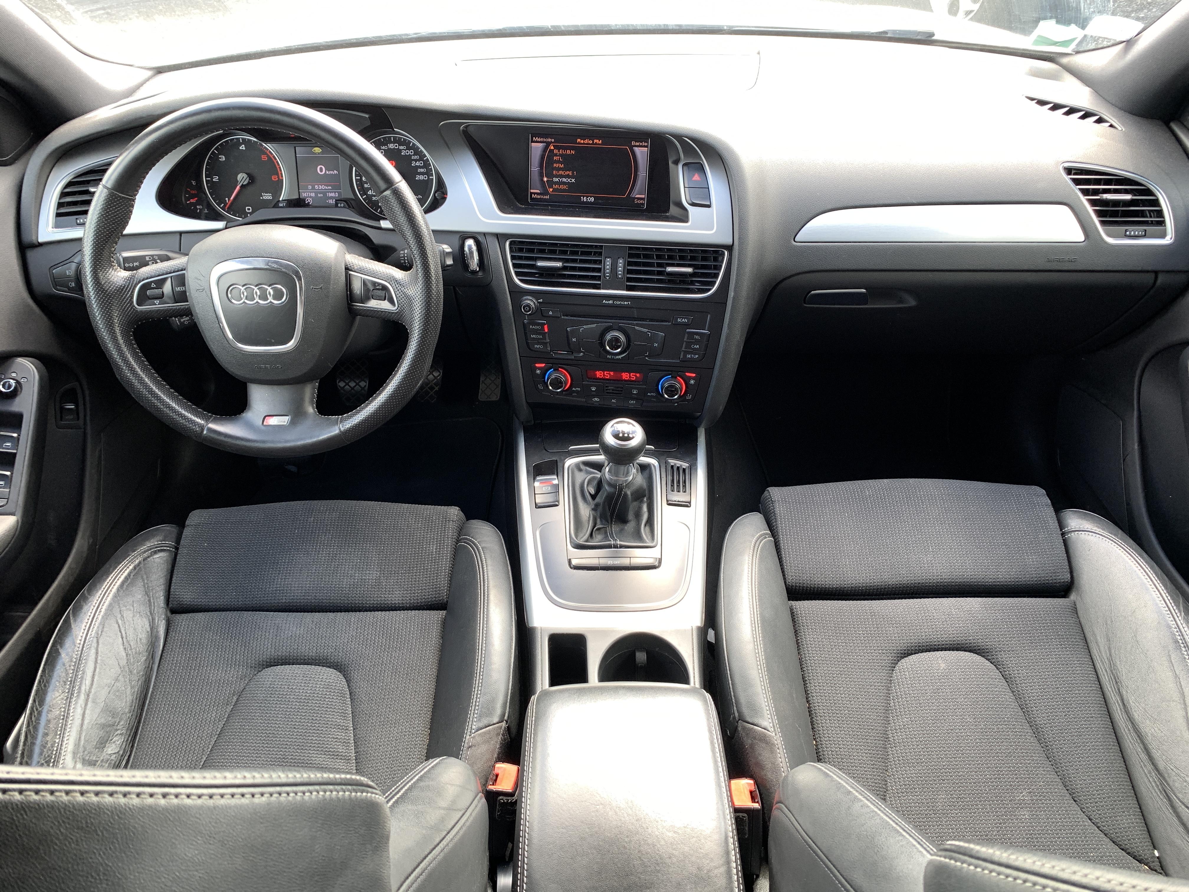 photo_Audi A4 2.0 TDi 120 CH S-LINE, Carslift